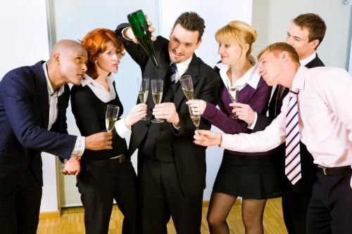 Пить и не пьянеть на корпоративе - порой даже не блажь, а суровая необходимость